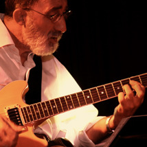 Rafael Arreciado playing jazz guitar